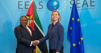 Filipe Nyusi meets with EU foreign policy head Federica Mogherini in Brussels, April 21. © The European Union