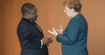 Nyusi and Merkel met in Berlin on 19 April. Photo © Bundesregierung/Guido Bergmann