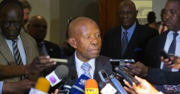 Quett Masire addresses journalists after talks in Maputo, 8 August 2016. Photo © Tom Bowker / Zitamar News