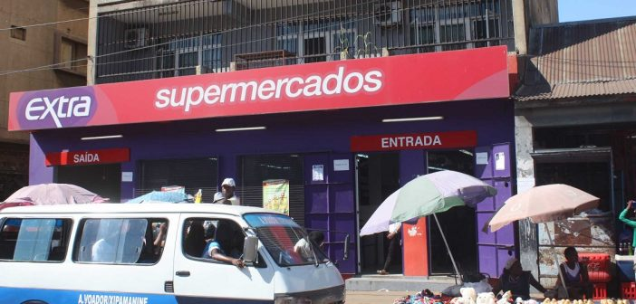An Extra supermarket in the Maputo suburb of Xipamanine. Photo: ADC