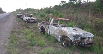 Burned out cars following an attack on Renamo leader Afonso Dhlakama's convoy on 25 September 2015. Photo © Tom Bowker / Zitamar News