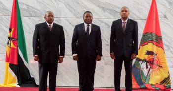Lagos Henriques Lidimio, and Sérgio Nathú Cabá, right, at their swearing in ceremony with President Filipe Nyusi, centre.