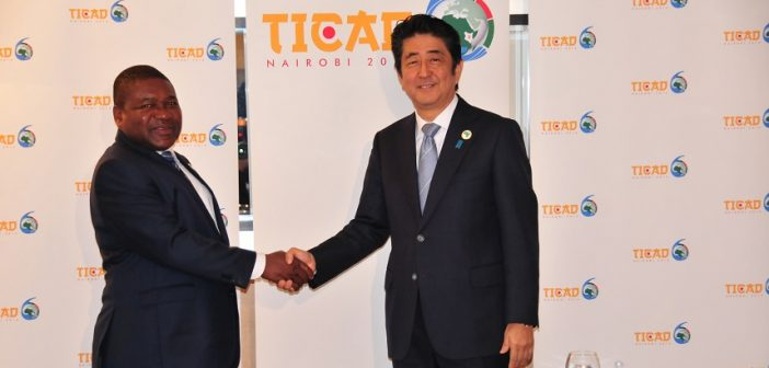 President Nyusi met Prime Minister Abe at the TICAD summit in Kenya in 2016. Photo: www.presidencia.gov.mz