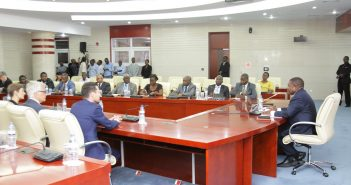 President Nyusi meeting with the experts, working groups, and ambassadors in Maputo on 1 March 2016. Photo: Gabinete de Imprensa da PR