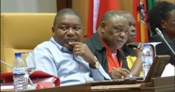 President Filipe Nyusi and General Alberto Chipande at the Frelimo Central Committee meeting in May 2017. Photo © Alexandre Nhampossa / Zitamar News