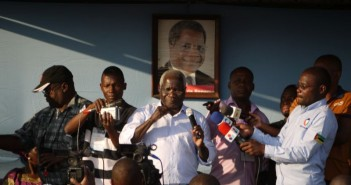 Afonso Dhlakama addressing a rally in Beira ahead of the 2014 elections. Photo © Tom Bowker / Zitamar News