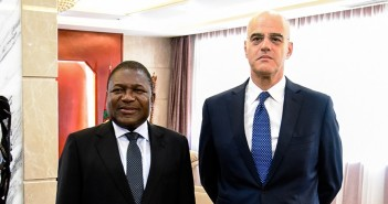President Filipe Nyusi, meets Eni's CEO, Claudio Descalzi in May 2015. Source: Eni
