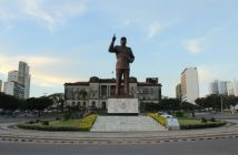 The Praça da Independência, Maputo, features a statue of Mozambique's first president, Samora Machel, in front of the city hall. Photo © Tom Bowker / Zitamar News
