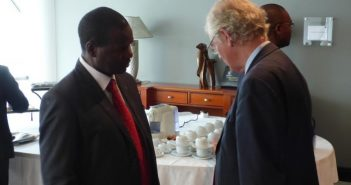 Saimone Macuiane (left) with British mediator Sir Robin Christopher. Photo © Alexandre Nhampossa / Zitamar News