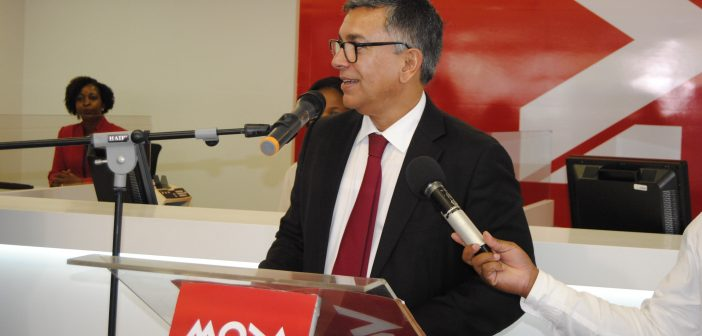 Moza Banco interim CEO João Figueiredo opening a new branch, November 2016.