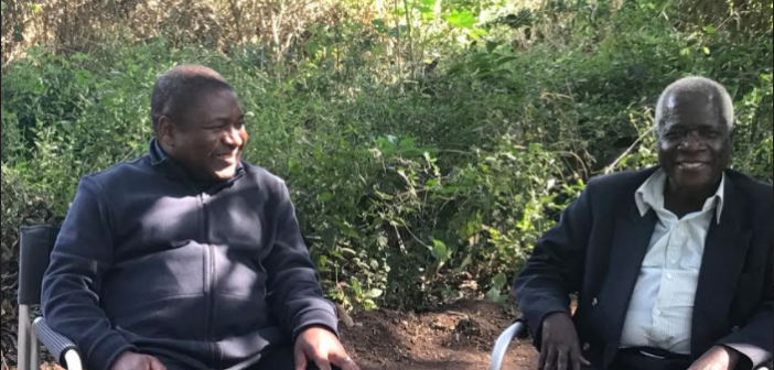 Filipe Nyusi with Afonso Dhlakama in Gorongosa in August 2017.