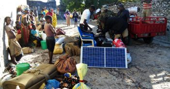 Villagers from Macomia district seek refuge on the Quirimbas islands in Cabo Delgado. Image: www.twitter.com/AllexandreMZ