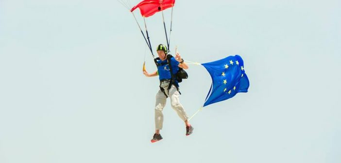EU Ambassador Sven Keuhn Von Burgsdorff lands a parachute with an EU flag in Maputo, 2016. Photo: EU Delegation in Mozambique Facebook page