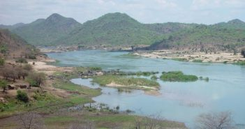 Zambezi River, at the site of the proposed Mphanda Nkuma Dam. Photo from www.internationalrivers.org/campaigns/mphanda-nkuwa-dam-mozambique