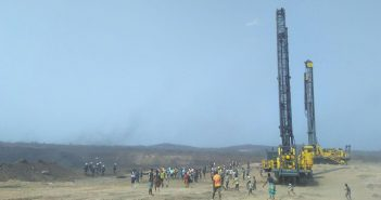 Protesters on Vale's Moatize II mine on 4 October 2018. Photo © Fungai Caetano / Zitamar News