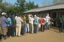 Voters queuing at the re-run election in Marromeu, 22 November 2018.