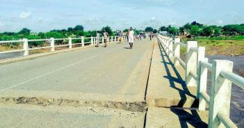 The flood-damaged bridge over the River Revuboe. Photo © Fungai Caetano / Zitamar News