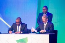 Energy minister Max Tonela, President Filipe Nyusi (standing), and Anadarko CEO Al Walker at Tuesday's FID signing ceremony