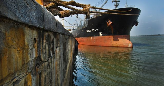 Maputo port on skeleton staff, Mozambicans head home as South Africa locks down